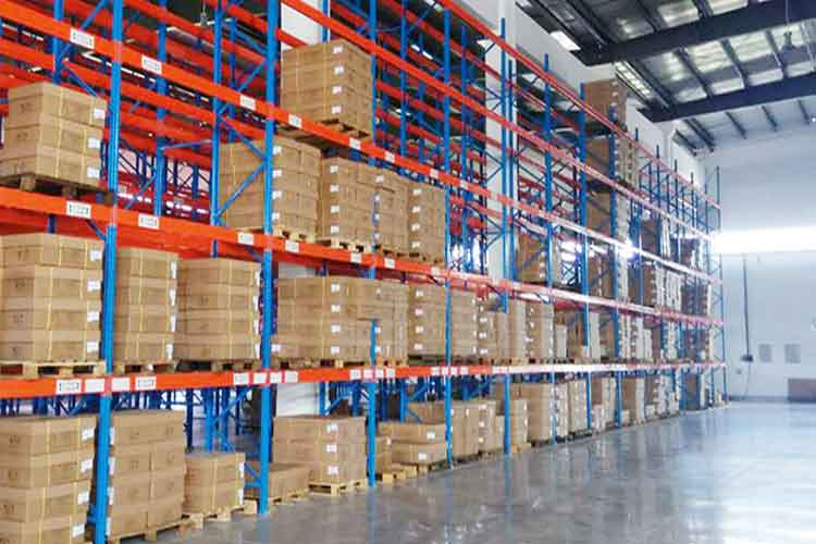 What problems should be paid attention to when using warehouse shelves