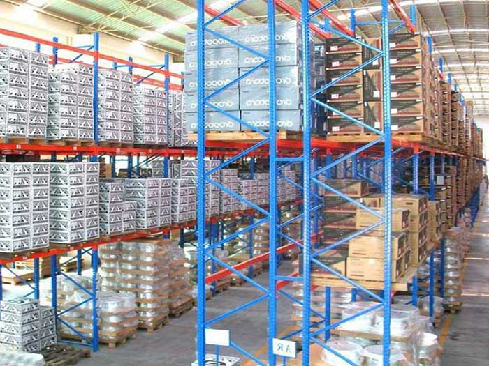 How to select storage pallet racking in heavy duty warehouse?