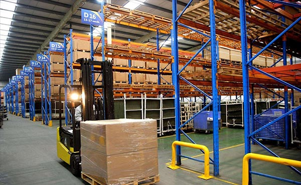Convenience of pallet shelves in steel pallet rack