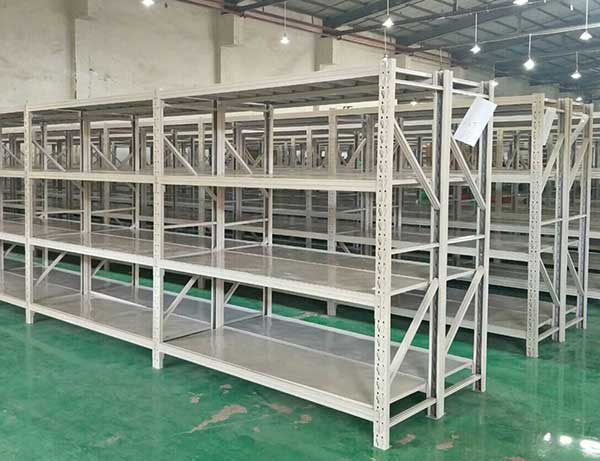 Product process of shelf manufacturing company in medium duty shelving warehouse