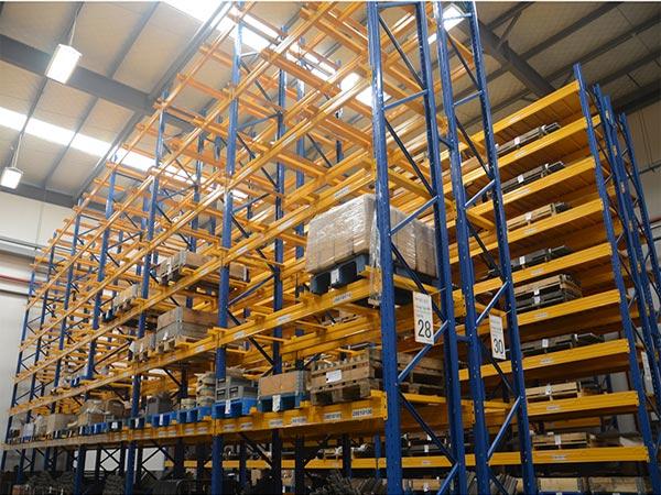 Column Distinction Way of Warehouse Heavy Duty Shelves