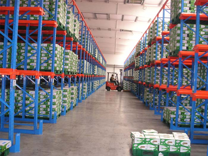 Drive in pallet racking storage system used for cold warehouse