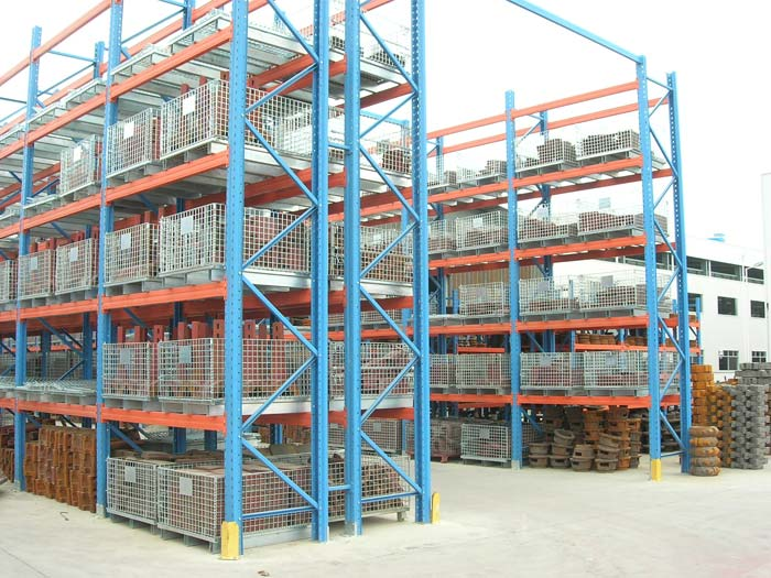 Heavy duty pallet rack system used for warehouse