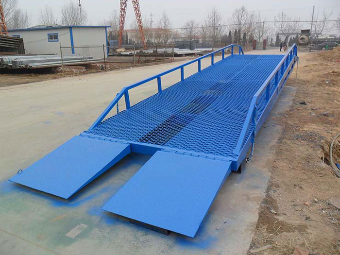 Warehouse mobile loading container  level dock ramps
